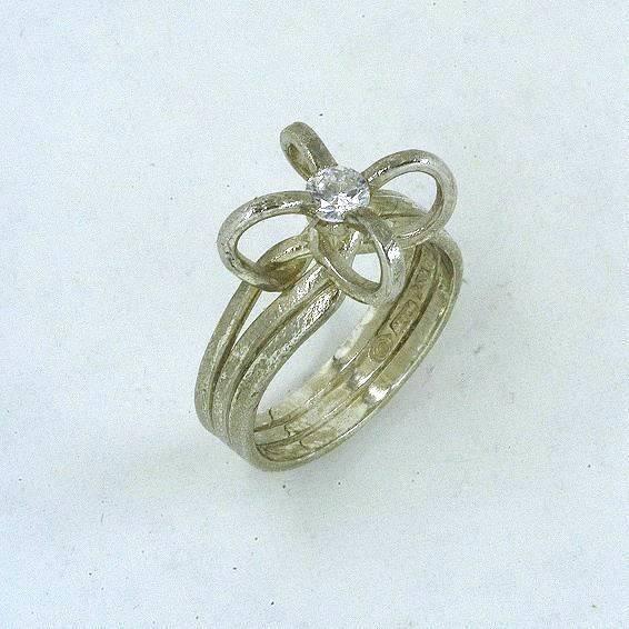Χρυσό δαχτυλίδι 14Κ η' 18Κ μονόπετρο με συνθετική πέτρα η' διαμάντι
