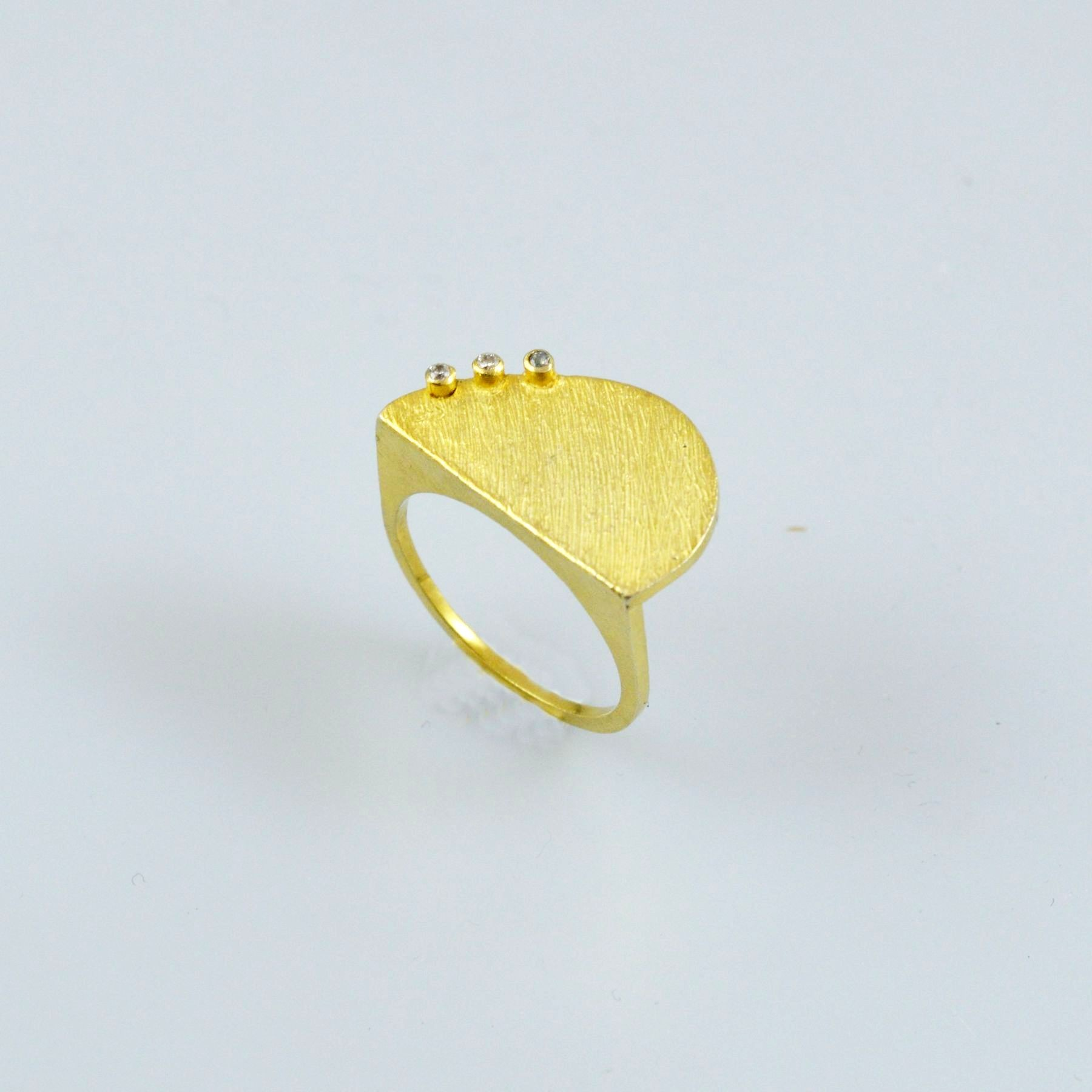 Χρυσό δαχτυλίδι 14Κ η' 18Κ με συνθετικές πέτρες η' διαμάντια