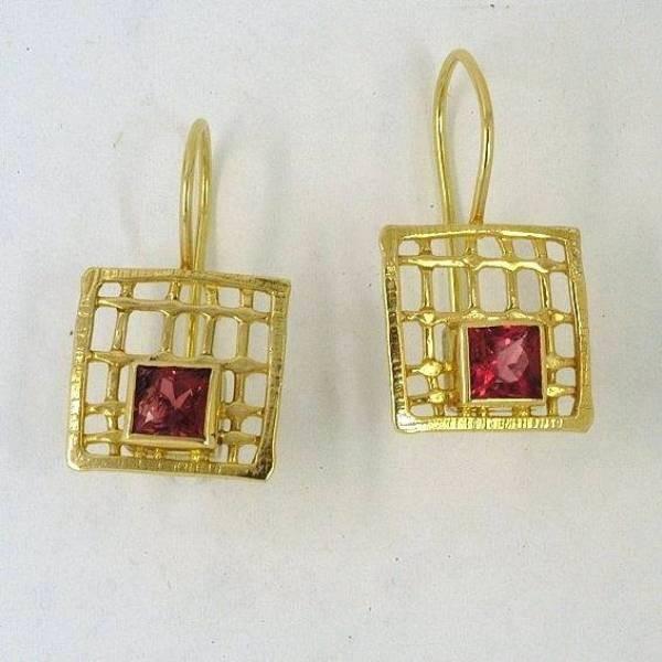 Χρυσά σκουλαρίκια 14Κ η' 18Κ με συνθετικές η' ημιπολύτιμες πέτρες
