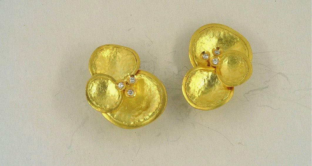 Χρυσά σκουλαρίκια 14Κ η' 18Κ με συνθετικές πέτρες η' διαμάντια