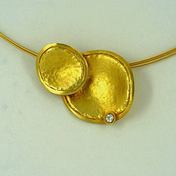 Χρυσό μενταγιόν 14Κ η' 18Κ με συνθετικές πέτρες η' διαμάντια