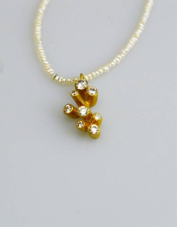 Silver pendant 925 gold plated with synthetic stones and pearl