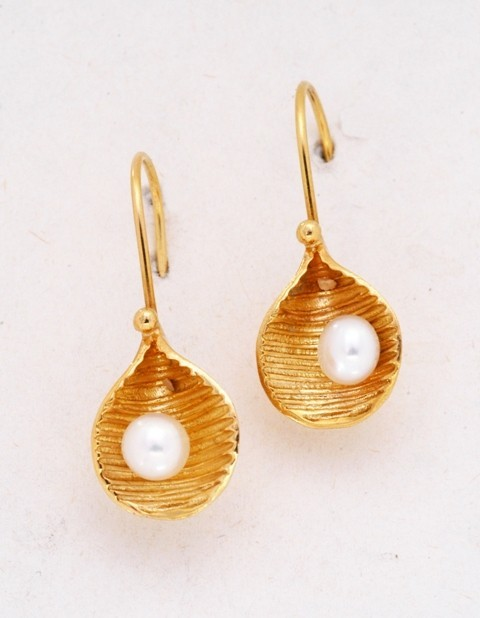 Gold earrings14K or 18K with pearl
