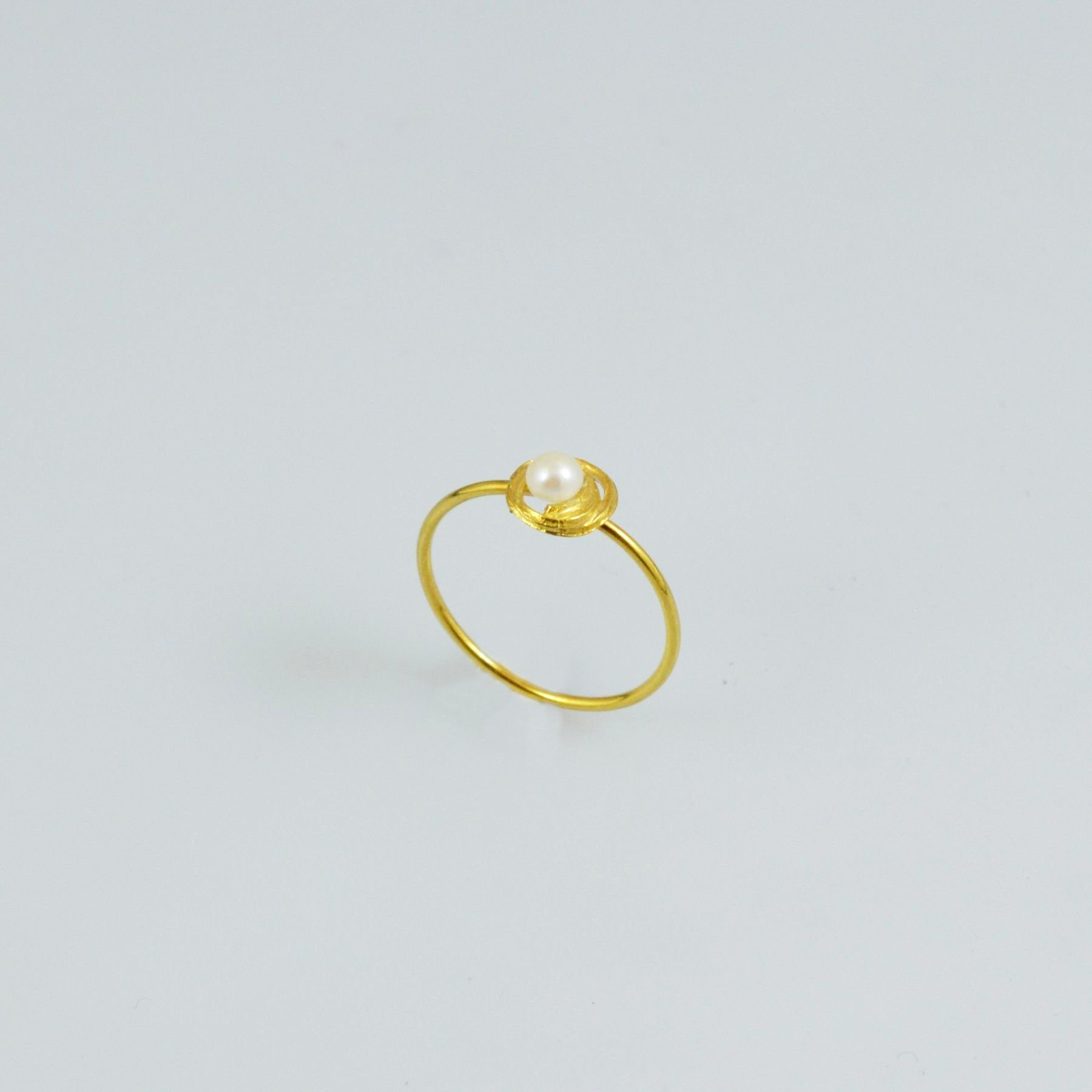 Handmade gold ring 14K with pearl