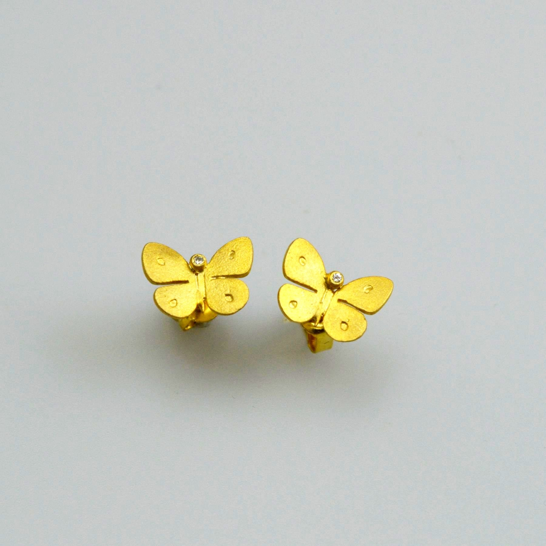 Gold earring 14K or 18K with synthetic stones or diamonds brilliant cut