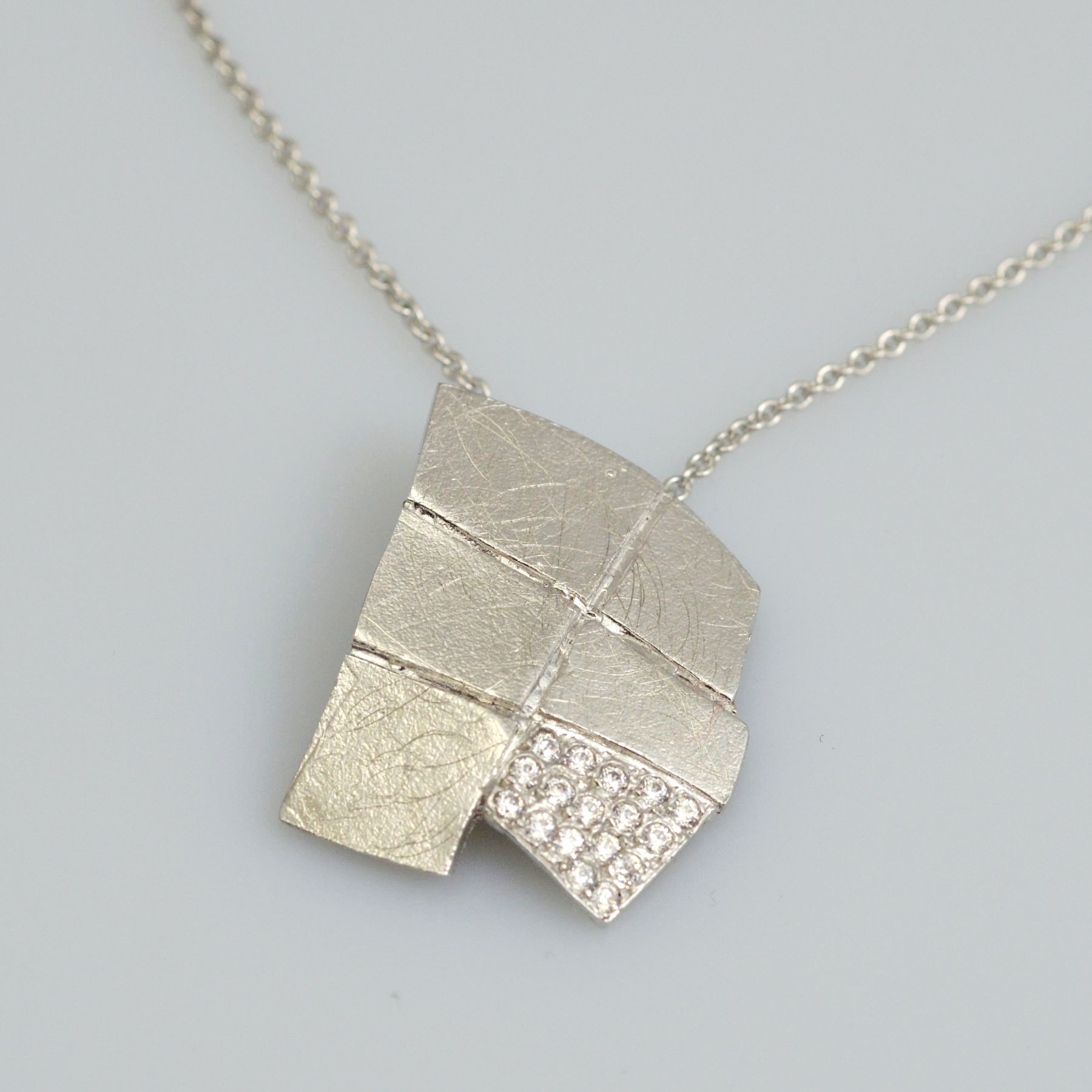 Silver pendant 925 rhodium plated with synthetic stones