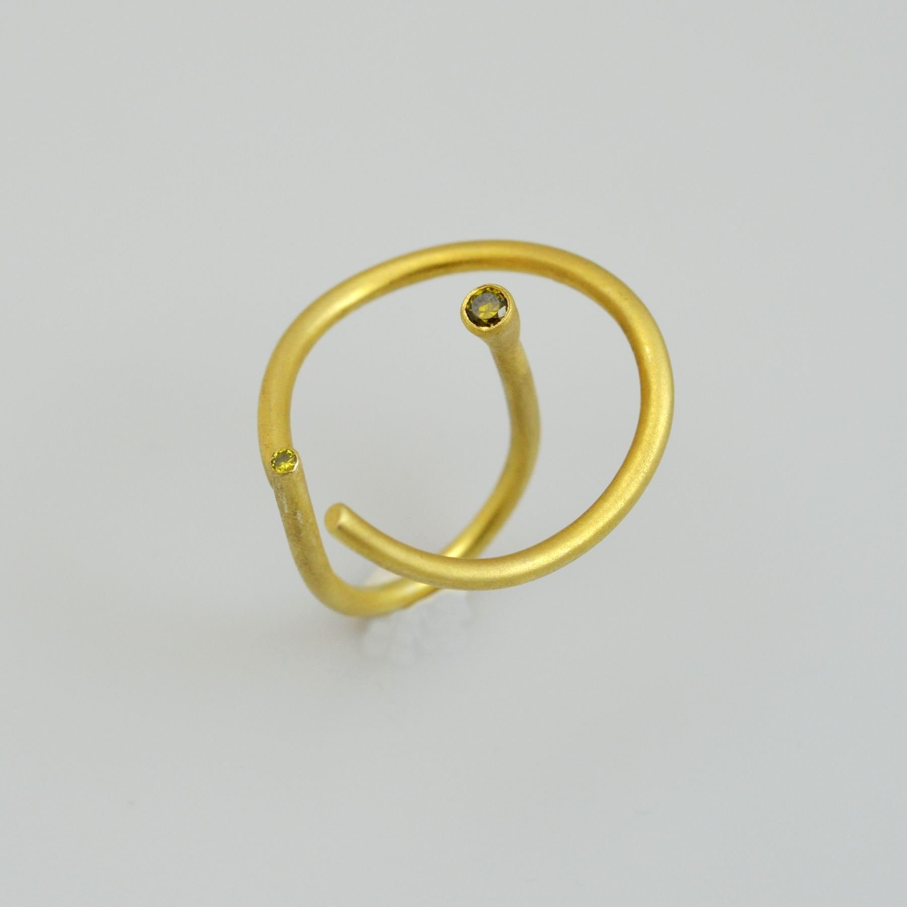 Silver ring 925 gold plated with synthetic stones