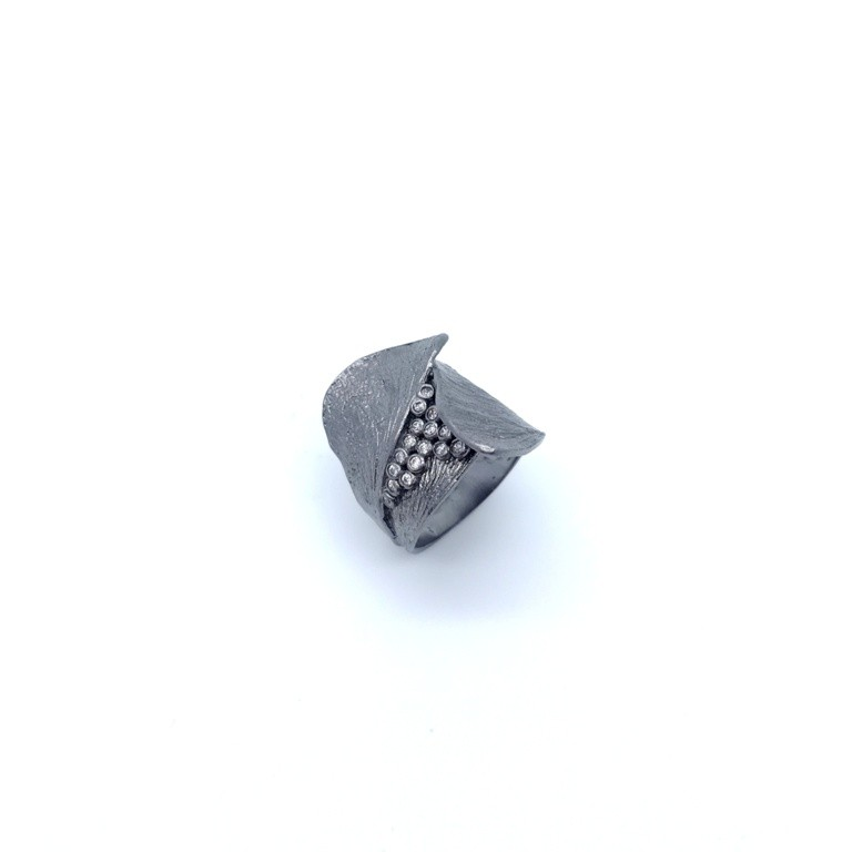 Silver handmade ring in sterling silver rhodium, black rhodium or gold plated with synthetic stones