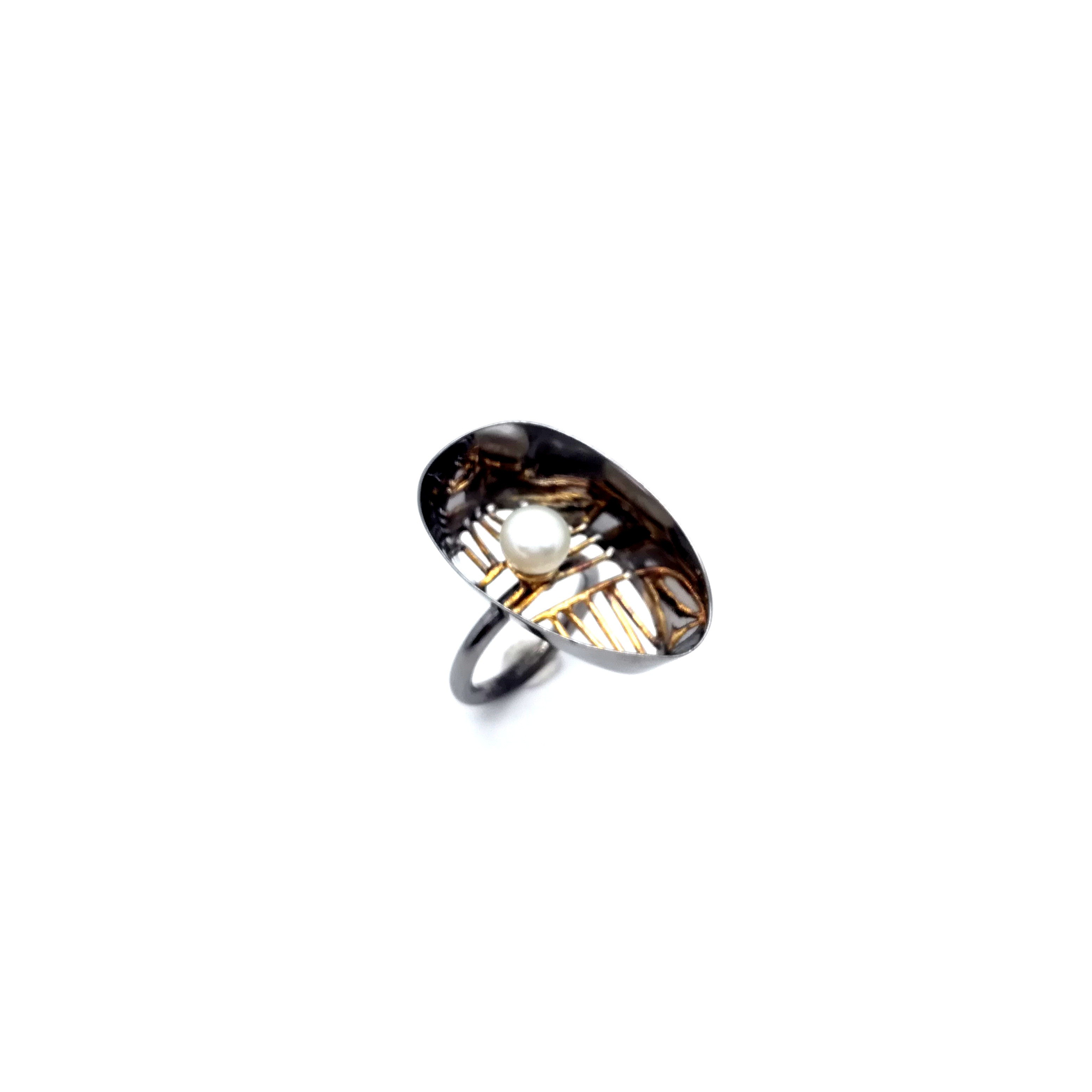 Silver ring 925 black rhodium and gold plated with pearl