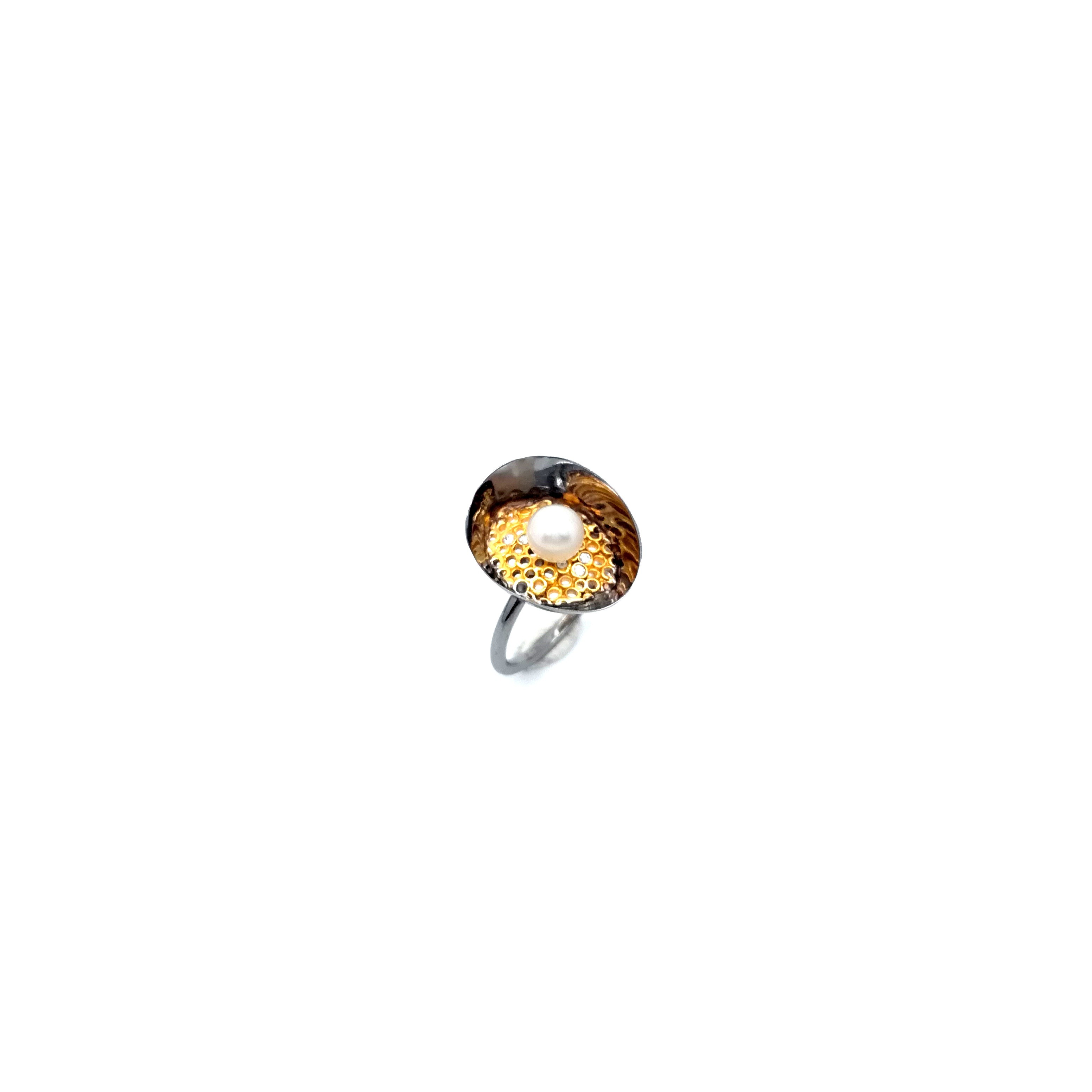 Silver ring 925 black rhodium and gold plated with pearl and synthetic stones