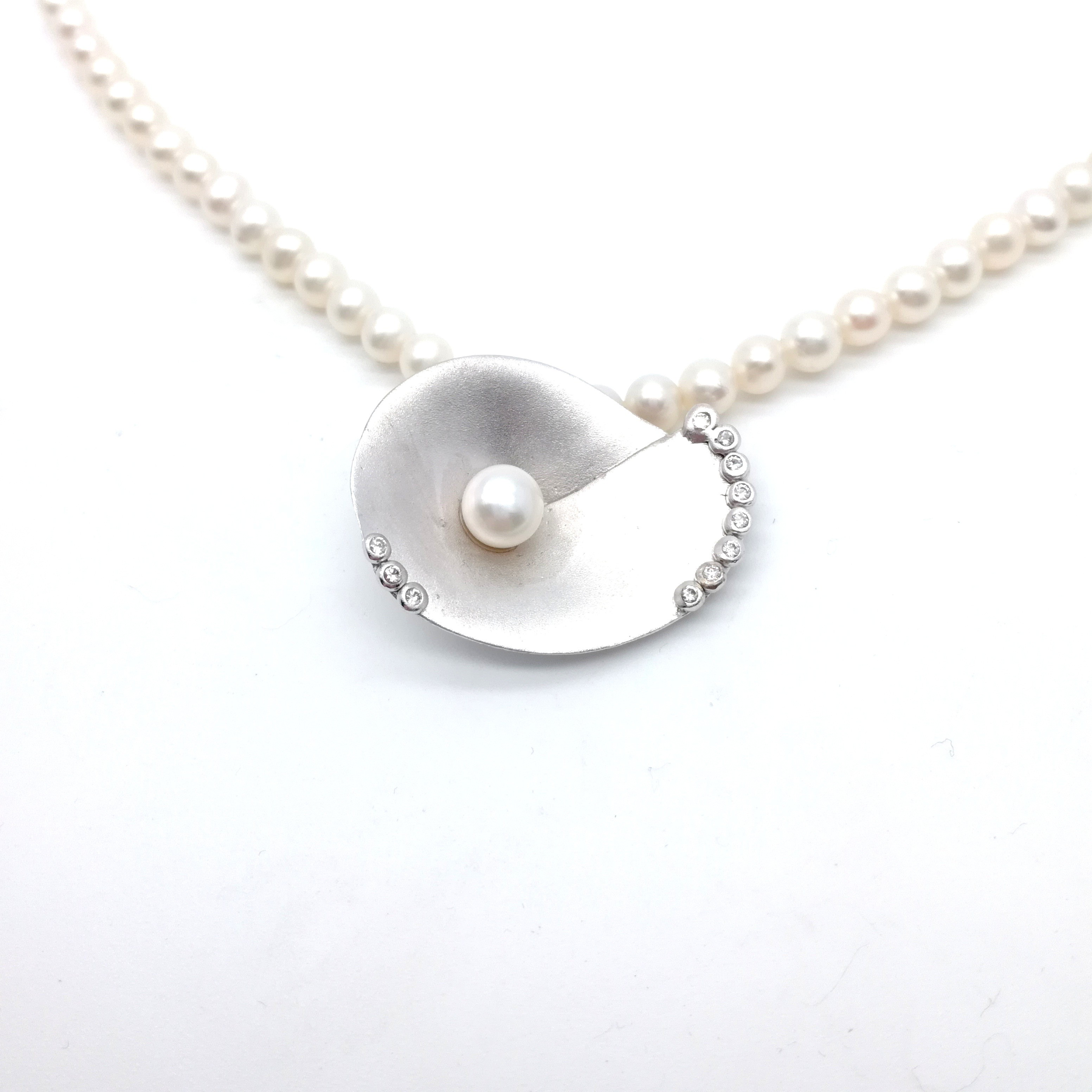 Silver necklace 925 rhodium plated with pearl and synthetic stones