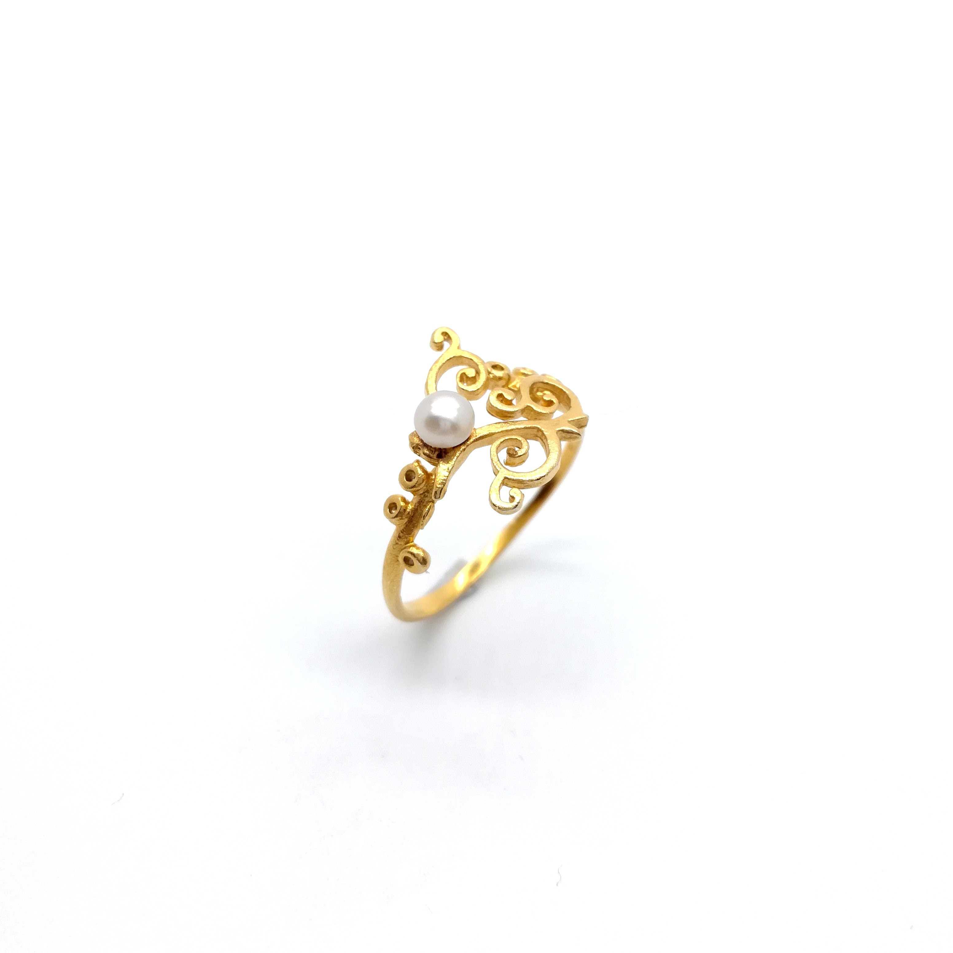 Gold ring 14K or 18K with pearl